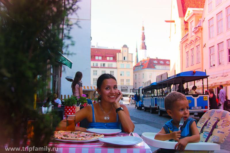 Одно из итальянских кафе в центре старого города.